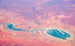 Luchtmening van blauwe watereigenschappen in het westen asutralian woestijn royalty-vrije stock afbeelding