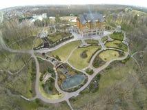 Luchtmening van buitenhuis met mooie vallei Royalty-vrije Stock Foto's