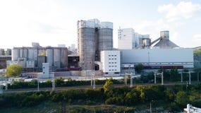 Luchtmening van cement productieinstallatie Concept gebouwen bij de fabriek, staalpijpen, reuzen royalty-vrije stock fotografie