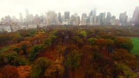 Luchtmening van Centraal park in de stad van New York stock video