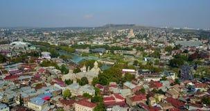 Luchtmening van centrum van Tbilisi Hommelvlucht stock videobeelden