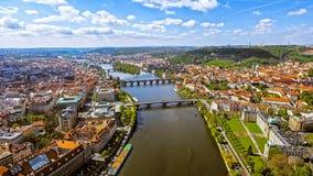 Luchtmening van Cityscape van Praag Horizon in Czechia Royalty-vrije Stock Afbeelding