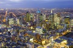Luchtmening van cityscape van Melbourne bij schemering royalty-vrije stock foto's