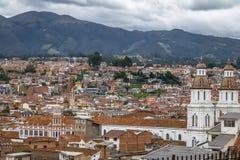 Luchtmening van Cuenca stad met Santo Domingo Church - Cuenca, Ecuador royalty-vrije stock afbeelding