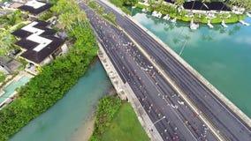 Luchtmening van de agenten van de de Stadsmarathon van Honolulu stock footage