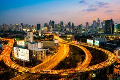 Luchtmening van de bouw van Bangkok en Uitdrukkelijke manieren royalty-vrije stock afbeeldingen