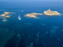 Luchtmening van de Eilanden Finocchiarola, Mezzana, een Terra, Schiereiland van Cap Corse, Corsica, Frankrijk Thyrreense Zee zeil stock foto