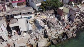 Luchtmening van de gevolgen van een grondverschuiving in de stad van Chernomorsk, de Oekraïne stock footage