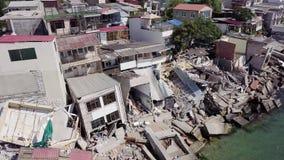 Luchtmening van de gevolgen van een grondverschuiving in de stad van Chernomorsk, de Oekraïne stock video