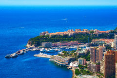 Luchtmening van de haven van Monaco, en Rocher Stock Afbeeldingen