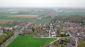 Luchtmening van de historische oude stad Liedberg in NRW, Duitsland stock videobeelden