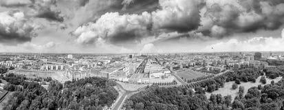 Luchtmening van de horizon van Berlijn vanaf 17 Juni weg, Duitsland Royalty-vrije Stock Foto's