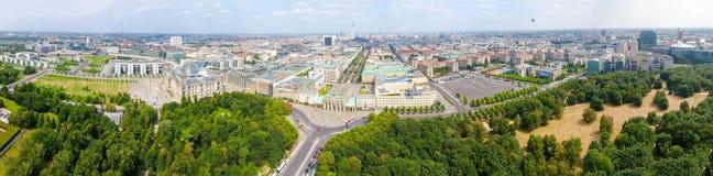 Luchtmening van de horizon van Berlijn vanaf 17 Juni weg, Duitsland Royalty-vrije Stock Afbeelding