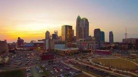 Luchtmening van de horizon van Charlotte NC stock video