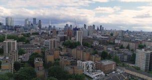 Luchtmening van de horizon van de stad van Londen van het Noorden stock footage