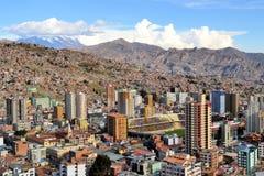 Luchtmening van de horizon van La Paz met stadion Stock Foto's