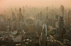 Luchtmening van de horizon van Shanghai bij zonsondergang Stock Foto