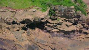Luchtmening van de Kustgang van Yongmeori op Jeju-Eiland, Zuid-Korea Ruwe die Geologische formatie met Erosie wordt gemaakt stock videobeelden