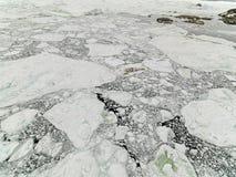 Luchtmening van de reusachtige ijsbergen in Groenland stock afbeelding