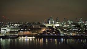 Luchtmening van van de de Rivierhommel van Londen Theems de meningsnacht stock footage