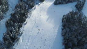 Luchtmening van de skitoevlucht stock videobeelden