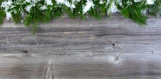 Luchtmening van de sneeuw behandelde takken van de sparkerstboom op wea Royalty-vrije Stock Foto's