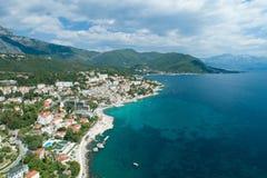Luchtmening van de stad van Herceg Novi, jachthaven en Venetiaanse Forte-Merrie, de baai van Boka Kotorska van Adriatische overze royalty-vrije stock fotografie