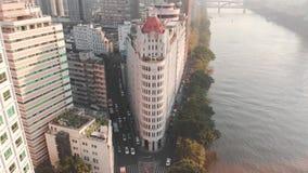 Luchtmening van de stad Kruispunten van wegen Auto het drijven stock video
