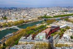 Luchtmening van de stad van Parijs en Zegenrivier van de Toren van Eiffel frankrijk April 2019 royalty-vrije stock fotografie