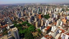 Luchtmening van de stad van Ribeirao Preto in Sao Paulo, Brazilië stock footage