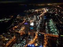 Luchtmening van de stad van Toronto bij nacht stock foto's