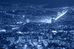 Luchtmening van de stad van Istanboel de stad in en brug Royalty-vrije Stock Afbeeldingen
