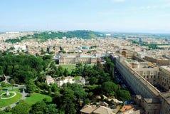 Luchtmening van de stad van Rome van St Peter Basilica dak Stock Afbeelding