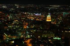 Luchtmening van de stadscentrum van San Antonio bij nacht stock afbeeldingen