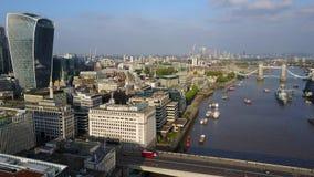 Luchtmening van de stadshorizon van Londen stock videobeelden