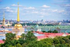 Luchtmening van de toren van Admiraliteit en Kluis, St. Petersburg, Rusland Royalty-vrije Stock Fotografie