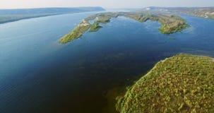 Luchtmening van de Volga Rivier stock video