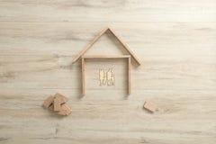 Luchtmening van de vorm van een woondiehuis van de bouw wordt gemaakt Stock Fotografie
