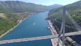 Luchtmening van Dubrovnik-brug - ingang aan de stad stock videobeelden