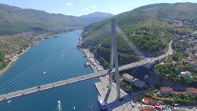 Luchtmening van Dubrovnik-brug - ingang aan de stad stock footage