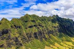 Luchtmening van een bergrand in Oahu Hawaï Royalty-vrije Stock Foto's
