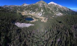 Luchtmening van een meer in Pirin-Berg, Bulgarije Royalty-vrije Stock Foto's
