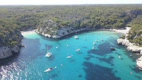 Luchtmening van een overweldigend strand in Menorca Stock Foto