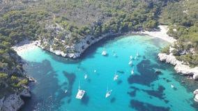 Luchtmening van een overweldigend strand in Menorca Stock Afbeeldingen