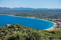 Luchtmening van een strand en een mediterrane kust in Sithonia Stock Foto