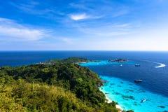 Luchtmening van een strand vanuit gezichtspunt van similan eiland Stock Foto's