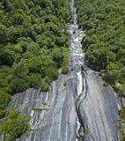 Luchtmening van een waterval in Val di Mello Val Masino, Valtellina, Sondrio Italië Stock Afbeelding
