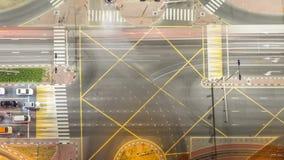 Luchtmening van een wegkruising in een grote stadsnacht timelapse stock video