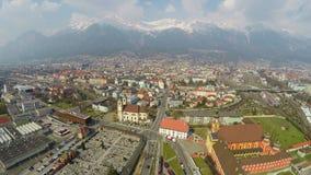 Luchtmening van Europese stad met ontwikkelde infrastructuur, industrieel district stock video