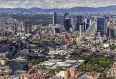 Luchtmening van financiële het districtsreforma van Mexico-City stock foto's